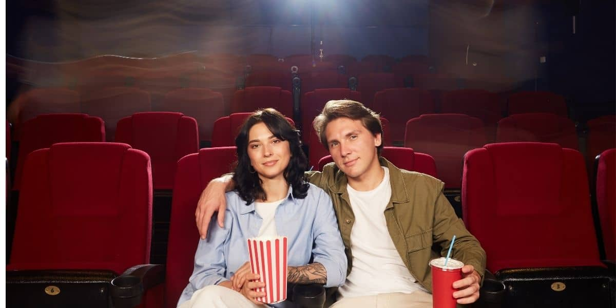 Read more about the article How to give a blowjob in the cinema hall?
