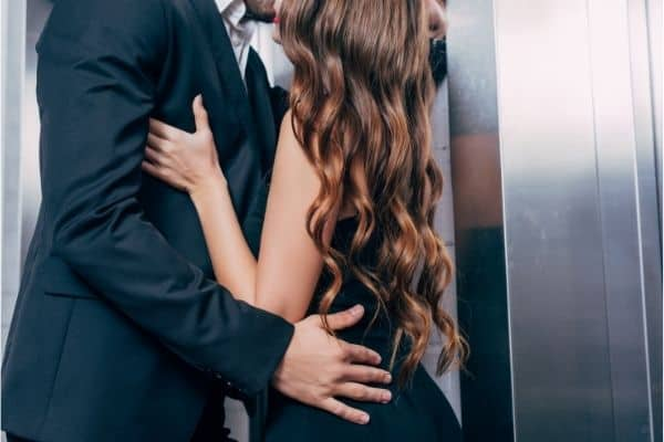 How to give the blowjob in the elevator? 3